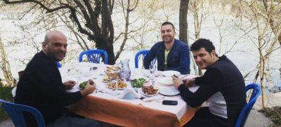 """""""E NJËJTA TAVOLINË, TË NJËJTAT KARRIGE""""/ Ermal Mamaqi bën postimin prekës dedikuar DR. FLORIT"""