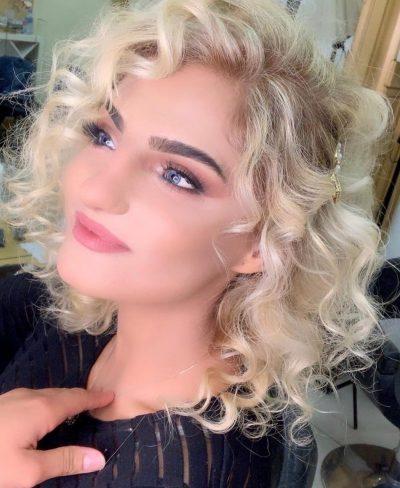 """NJË """"MISS UNIVERSE"""" NDRYSHE/ Kjo është 22-vjeçarja me aftësi ndryshe që do të përfaqësojë Shqipërinë në konkursin e rëndësishëm të bukurisë (FOTO)"""