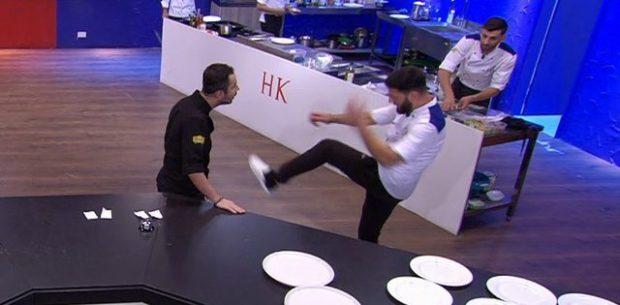 """PLAS NË """"HELL'S KITCHEN""""/ Renato i bërtet, konkurrenti gjuan me shkelm dhe shan"""