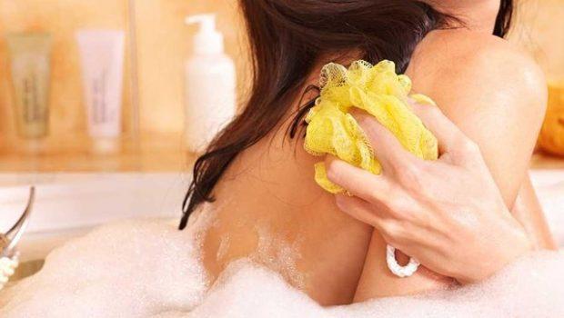 MËSOJENI TANI/ Pse nuk duhet ta përdorësh më këtë lloj sfungjeri në dush