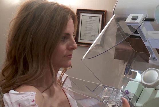 MOMENT SHOKUES! Gazetarja zbulon në transmetim direkt se ka kancer gjiri