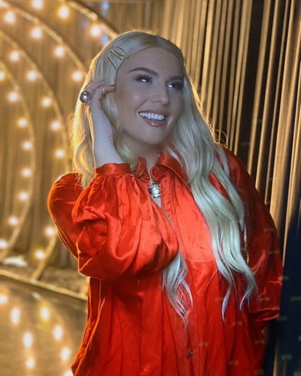 E VETMJA QË MUNGONTE! Këngëtarja e njohur shqiptare i bashkohet Instagram-it (FOTO)