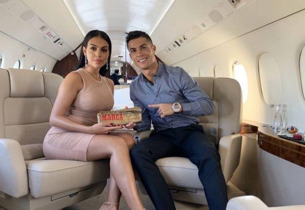 """""""BUKURIA DHE FORMAT TRUPORE""""/ Georgina e RONALDOS shfaqet më SEKSI se kurrë, shikoni FOTO brenda aeroplanit"""