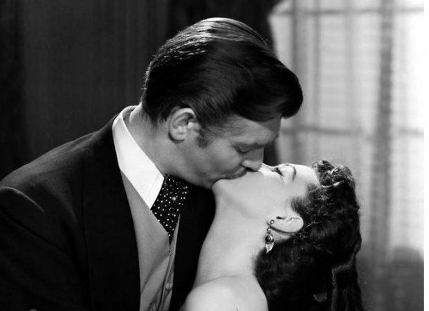 MËSOJENI TANI/ Zgjidh llojin e preferuar të puthjes dhe zbulo ç'thuhet për të