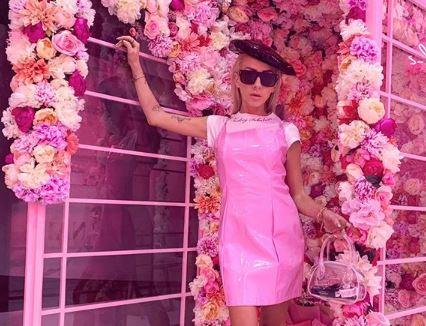"""EKSKLUZIVE/ Nga pelerinat """"oversized"""" e deri tek këmishat e viteve 80′, blogerja e njohur na tregon gjithçka për trendet e kësaj vjeshte"""