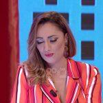 """""""NË MOMENTIN E FUNDIT JAM SAJUAR""""/ Këngëtarja e njohur shqiptare e thotë troç: Kam dalë në skenë me rroba borxh"""