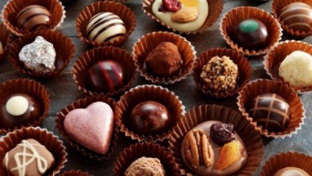 FILLONI TI PËRDORNI/ Zbuloni se cilat janë ushqimet që ju sjellin lumturi