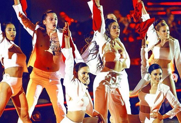"""""""SA E TRISHTË KJO QË TË NDODHI, JE DIVA JONË""""/ VIP-at mbështesin Elvana Gjatën pas humbjes në """"Festivalin e Këngës"""""""