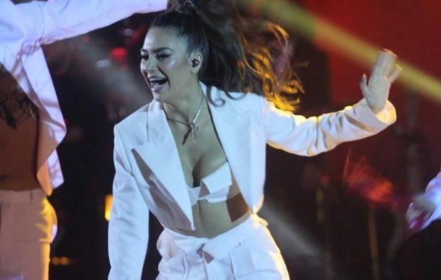 """U DISKUTUA SI FITUESE POR U RENDIT E DYTA/ Pas finales së """"Festivalit të Këngës"""", Elvana Gjata merr vendimin e papritur"""