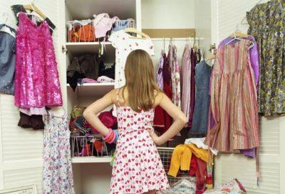 5 IDE TË ZGJUARA/ Çfarë duhet të bësh para se të vendosësh që të shtosh veshje të reja në garderobë?