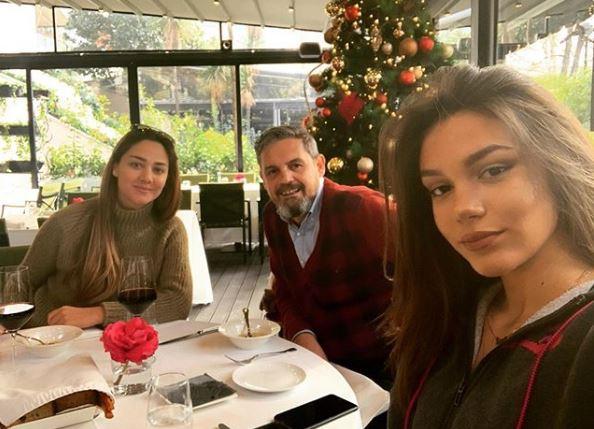 """""""ME DY SHOQET E VETA MË TË NGUSHTA""""/ Bieta na tregoi edhe një herë marrëdhënien e afërt që gëzon me të bijën e Albanit"""
