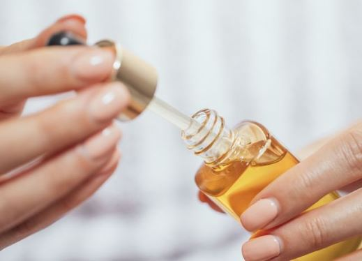 KA DISA ARSYE TË FORTA/ Ky serum kundër rrudhave shitet çdo 23 sekonda në botë