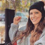 KINI KUJDES/ Ja gabimi më i madh që bëni gjithmonë me flokët në dimër