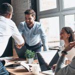 DISA KËSHILLA QË DUHET TI DINI/ Ja si të ndërtoni marrëdhënie efektive me kolegët e punës