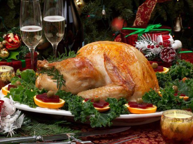JANË FATSJELLËSE/ 6 ushqimet që nuk duhet të mungojnë në tavolinë natën e ndërrimit të viteve
