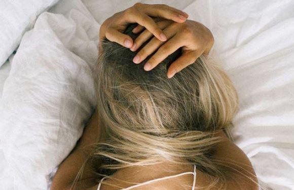 NËSE ANKTHI PO JU LË PA GJUMË/ Mësoni 5 zakonet që do ju bëjnë të flini më qetë