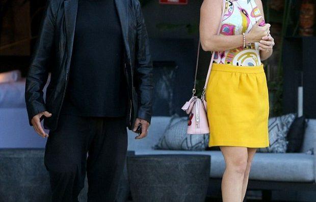 36 VITE MË E RE SE AI/ Al Pacino kapet mat me të dashurën (FOTO)