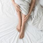 MËSOJENI TANI/ Kjo është arsyeja pse ndjeni dhimbje në këmbë gjatë natës