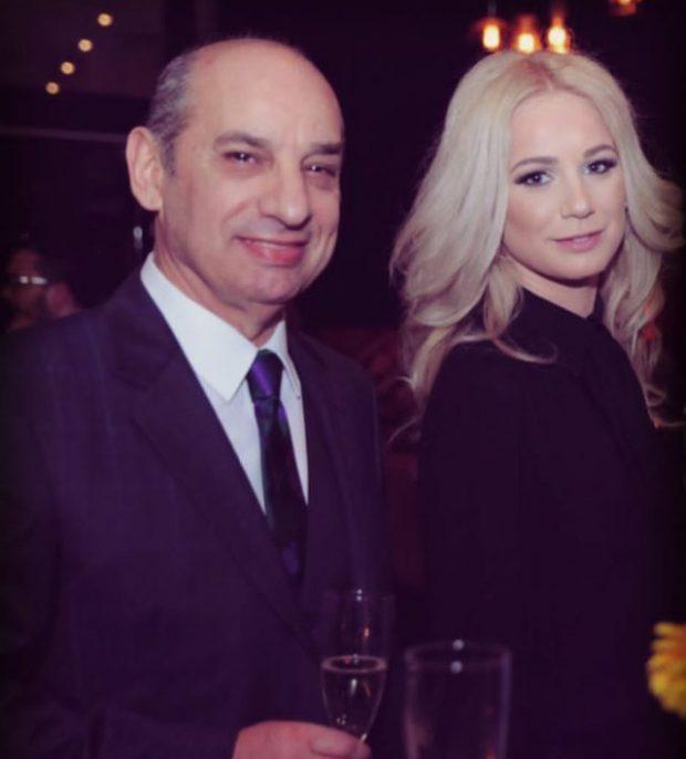 E MORI PROPOZIMIN PËR MARTESË NË MES TË EMISIONIT/ Zbulohet fjala e vetme që i tha Agim Bajko për partnerin të bijës