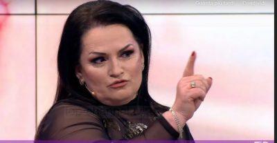 """""""MOS HARRO SE ME KË PREMTUAR""""/ Fatmira Breçani i jep publikisht mesazhin Flori Mumajesit: S'kemi ku e çojmë…"""