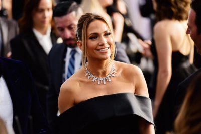 AKSESORË MBI 9 MILIONË DOLLARË/ Jennifer Lopez e mbuluar me diamantë