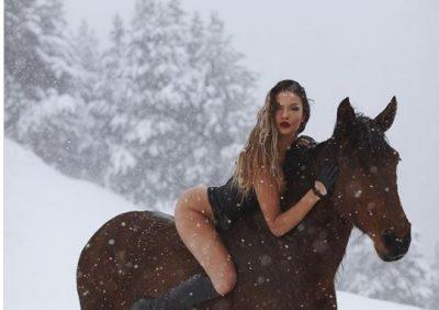 """I """"ÇMENDI"""" TË GJITHË/ Oriola Marashi sfidon temperaturat: Pozon me bikini në dëborë"""