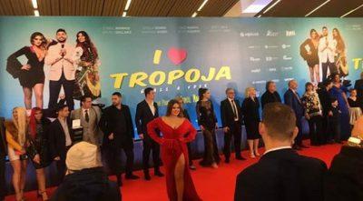 SHFAQET FILMI NË TROPOJË/ Ermal Mamaqi nderohet me çmimin e rëndësishëm (FOTO+VIDEO)