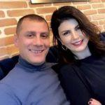 DUKE U PUTHUR NË BUZË/ Rudina Dembacaj dhe Mark Frroku në momente romantike