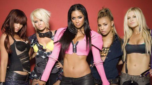 """""""BRIT AWARDS""""/ Ylli i Pussycat Dolls shfaqet me veshjen e këngëtares shqiptare"""