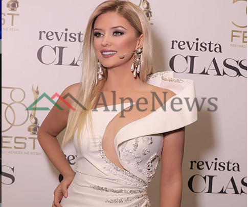 """""""SHPRESOJ T'JU NDEROJ""""/ Alketa Vejsiu niset për në """"Sanremo"""" dhe ka diçka për të thënë (FOTO)"""