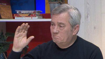 """""""THONIN HIQE QAFE…""""/ Zef Deda përlotet në mes të emisionit"""