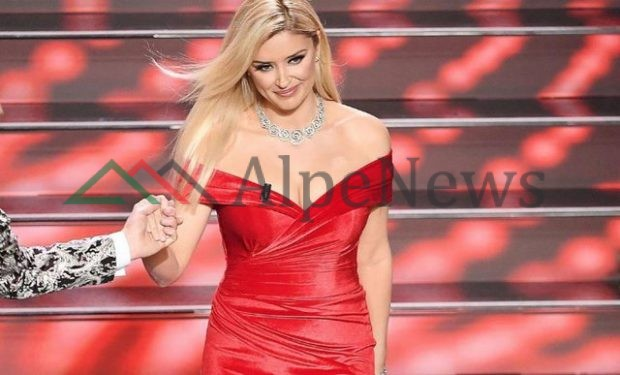 """""""LOTI QË VJEN NGA NJË ZEMËR E THYER…""""/ Alketa Vejsiu këndoi në Sanremo këngën e preferuar të të atit"""