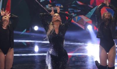 """""""NDEZI SKENËN""""/ Marina Vjollca performon për herë të parë dhe ishte zjarr"""