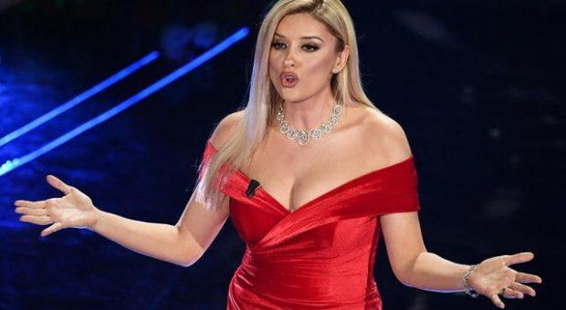 MOMENTI QË NUK U SHFAQ/ Bashkëshorti i Alketës ishte në Sanremo: Këtë ja dedikoj njeriut që dua