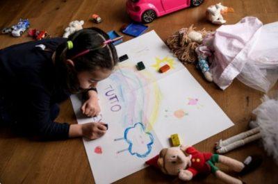 KORONAVIRUSI/ Si t'i mbajmë fëmijët të angazhuar gjatë qendrimit 24 orë në shtëpi