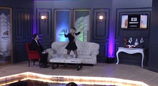 E PYESIN PËR ISH-BURRIN/ Moderatorja shqiptare çohet dhe largohet nga emisioni (FOTO+VIDEO)