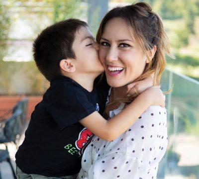 JONI FESTON DITËLINDJEN/ Arbana Osmani e uron me fjalët më të ngrohta të dashurisë (FOTOT)