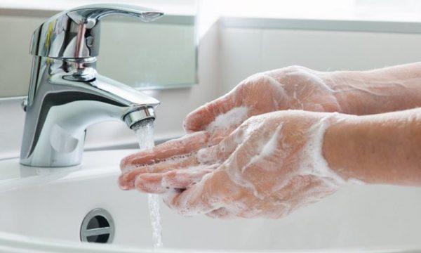 VEMENDJE! T'i thani duart është po aq e rëndësishme sa t'i lani