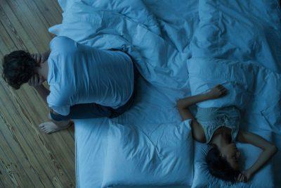 KORONAVIRUSI/ Si po ndikon vetë-izolimi në lidhjen tuaj?