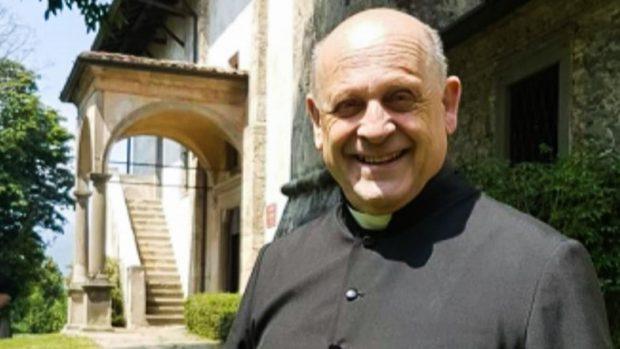 E TRISHTË/ I dha aparatin e tij të ventilimit pacientit të ri: Prifti italian ndërron jetë