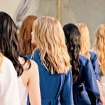 NË KARANTINË/ Hap pas hapi: Si t'i lyeni flokët në shtëpi