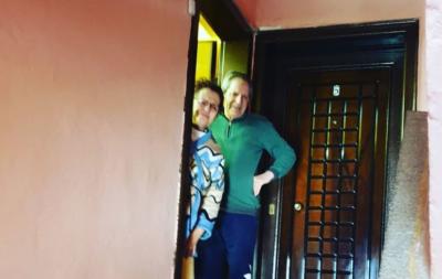 FESTOI DITËLINDJEN/ Letra prekëse e Ermal Mamaqit: Vajta te shtëpia e prindërve dhe s'i mbaja dot lotët