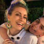 NË KOHË KORONAVIRUSI/ Për datëlindjen e Ian, Julka sjell pranë vogëlushit njerëzit më të dashur të zemrës (VIDEO)