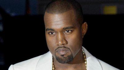 DËRGOI VEZË GJARPËRINJSH/ Kanye West i surprizoi të ftuarit në sfilatën e tij në Paris