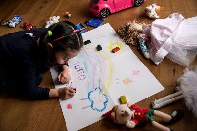 GJATË QËNDRIMIT NË SHTËPI/ Si t'i mbajmë fëmijët të angazhuar