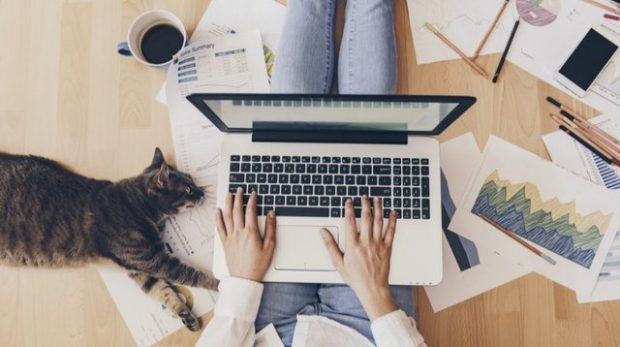 KORONAVIRUSI/ Tre gjëra që po na mëson të punuarit nga shtëpia