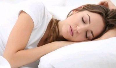 KORONAVIRUSI/ Rreziku ekziston edhe gjatë gjumit, por mund të mbrohemi