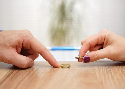 KORONAVIRUSI/ Për këto dy arsye po rritet numri i divorceve