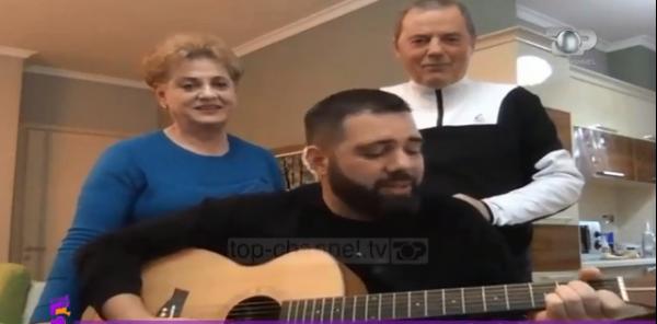 FALENDERIMET PËR HERONJTË E KËTYRE DITVE/ Klajdi Haruni i bëri me këngën e veçantë së bashku me familjen
