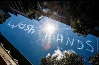"""KORONAVIRUSI/ """"Lani duart""""! Kur mesazhi vjen nga… qielli (VIDEO)"""